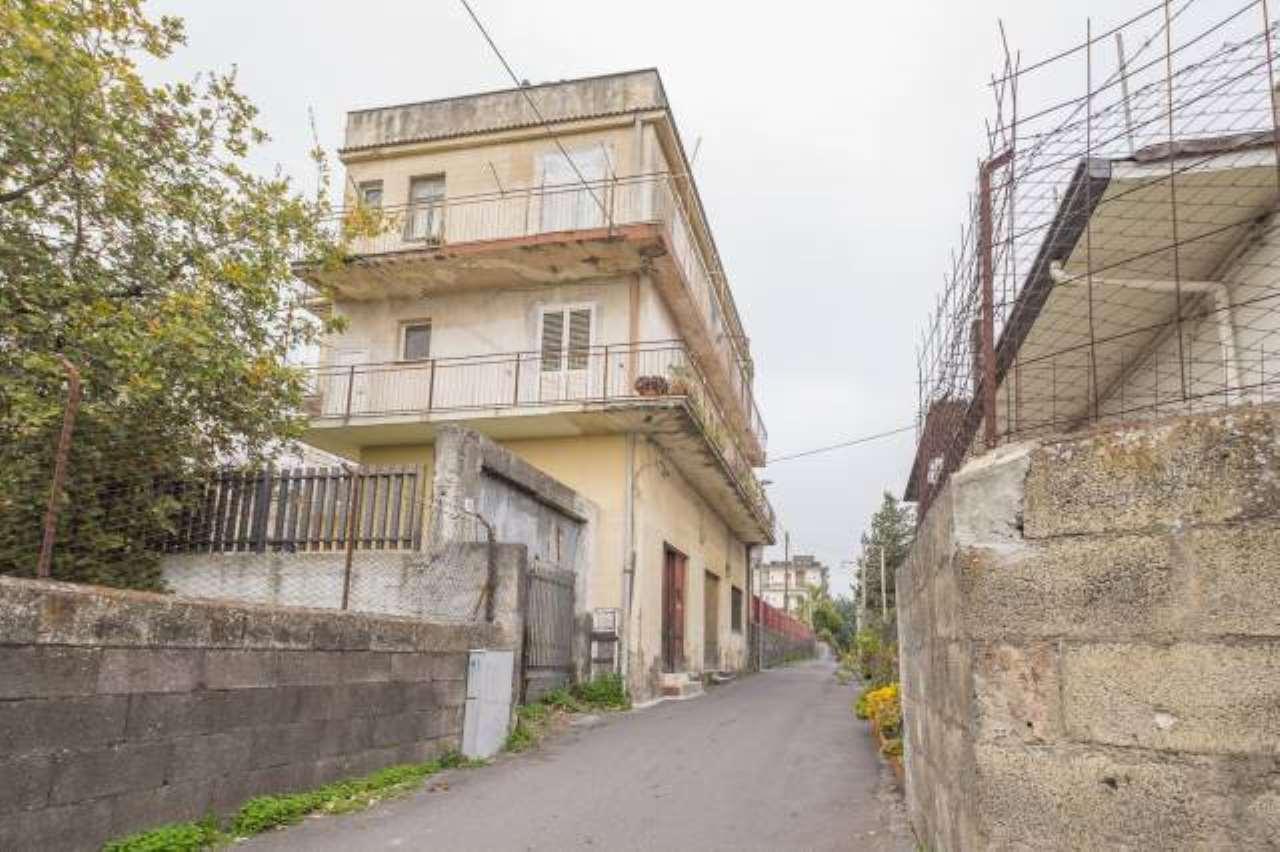 Appartamento da ristrutturare in vendita Rif. 6789165