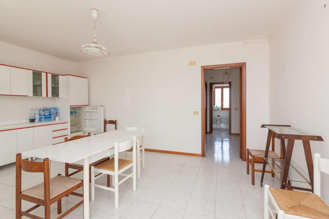 Appartamento in ottime condizioni arredato in vendita Rif. 6650945