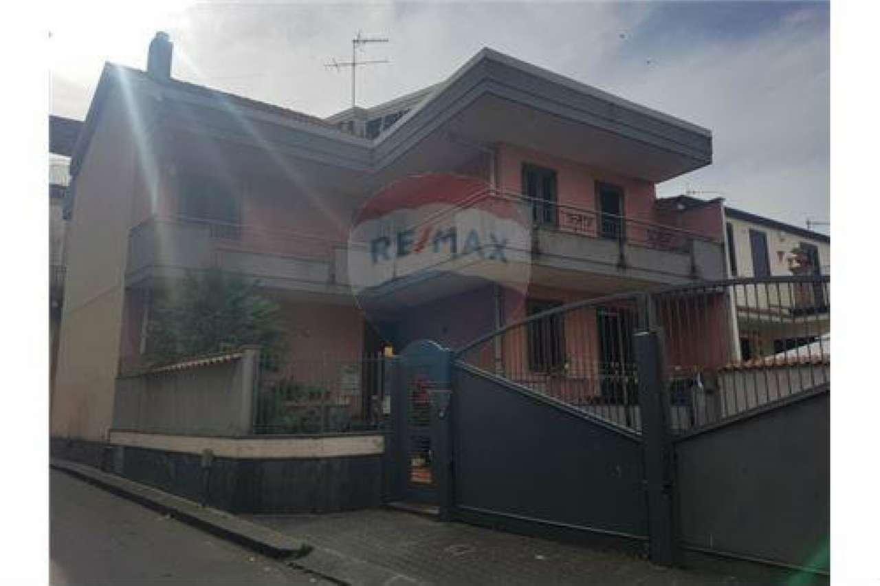 Appartamento in discrete condizioni in vendita Rif. 6923637