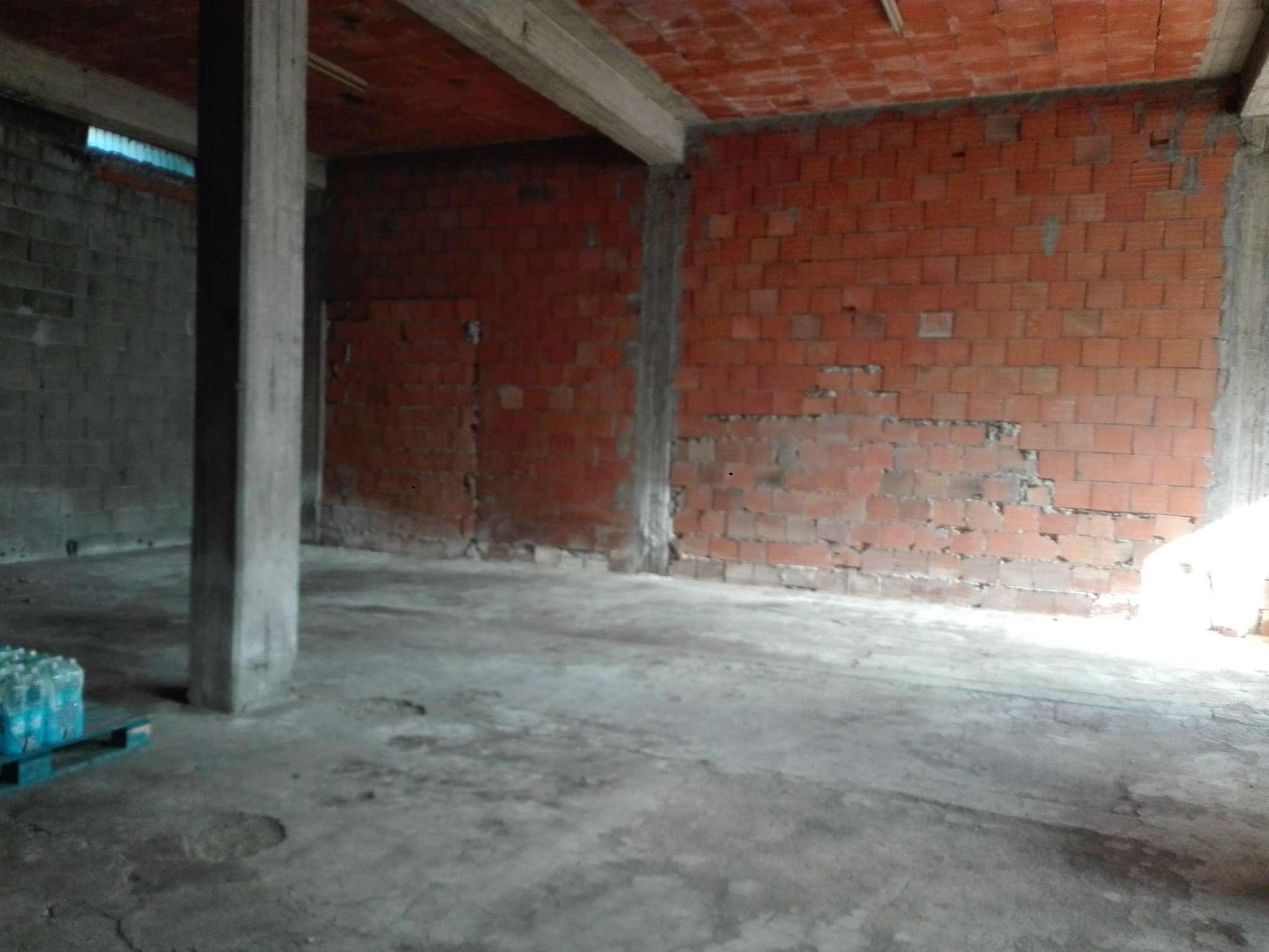 Ampio magazzino in centro ad Aci S. Antonio Rif. 6730503
