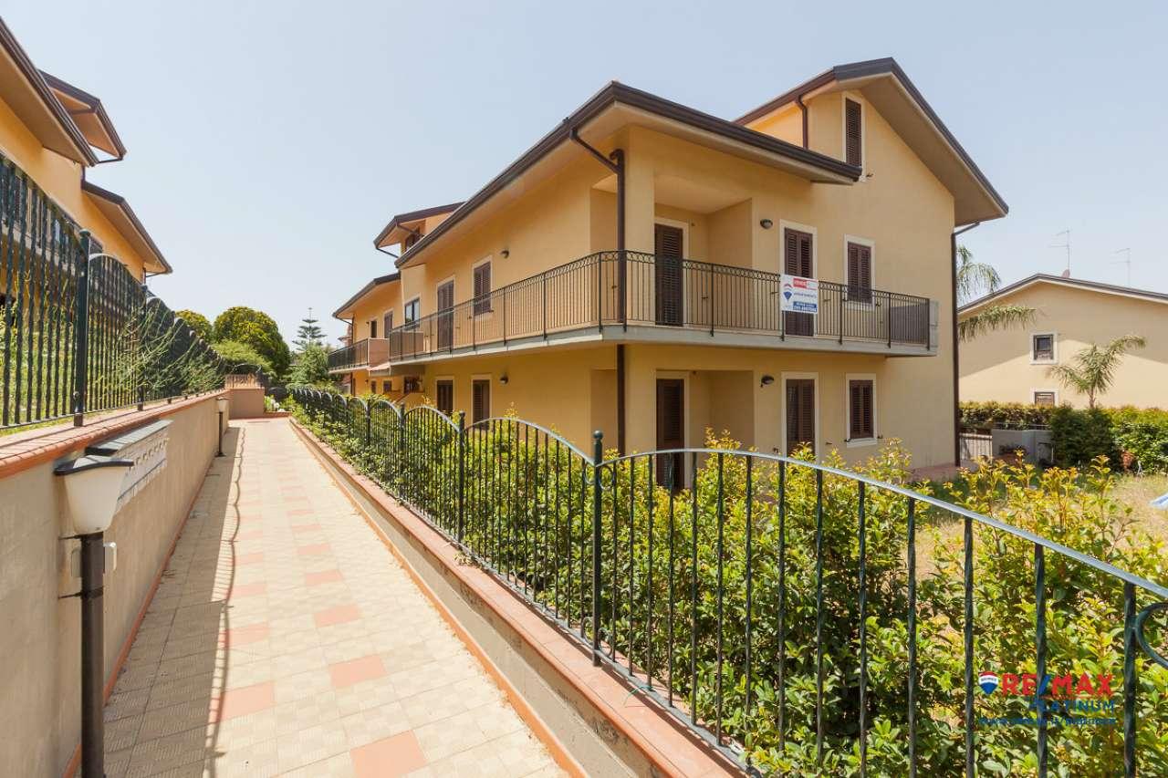 Valverde Nuovo Appartamento 4 Vani con Garage