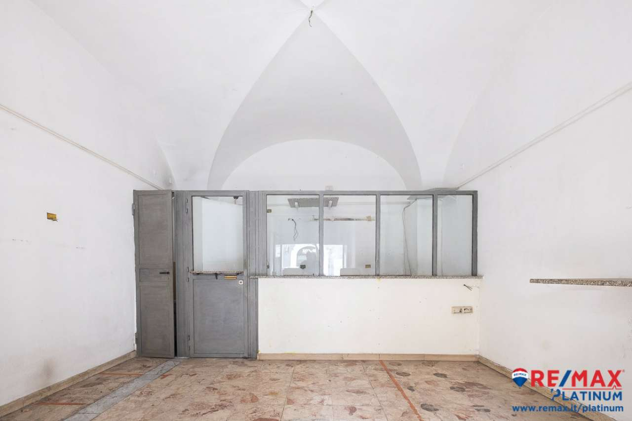 Bottega in via Vittorio Emanuele / Crociferi