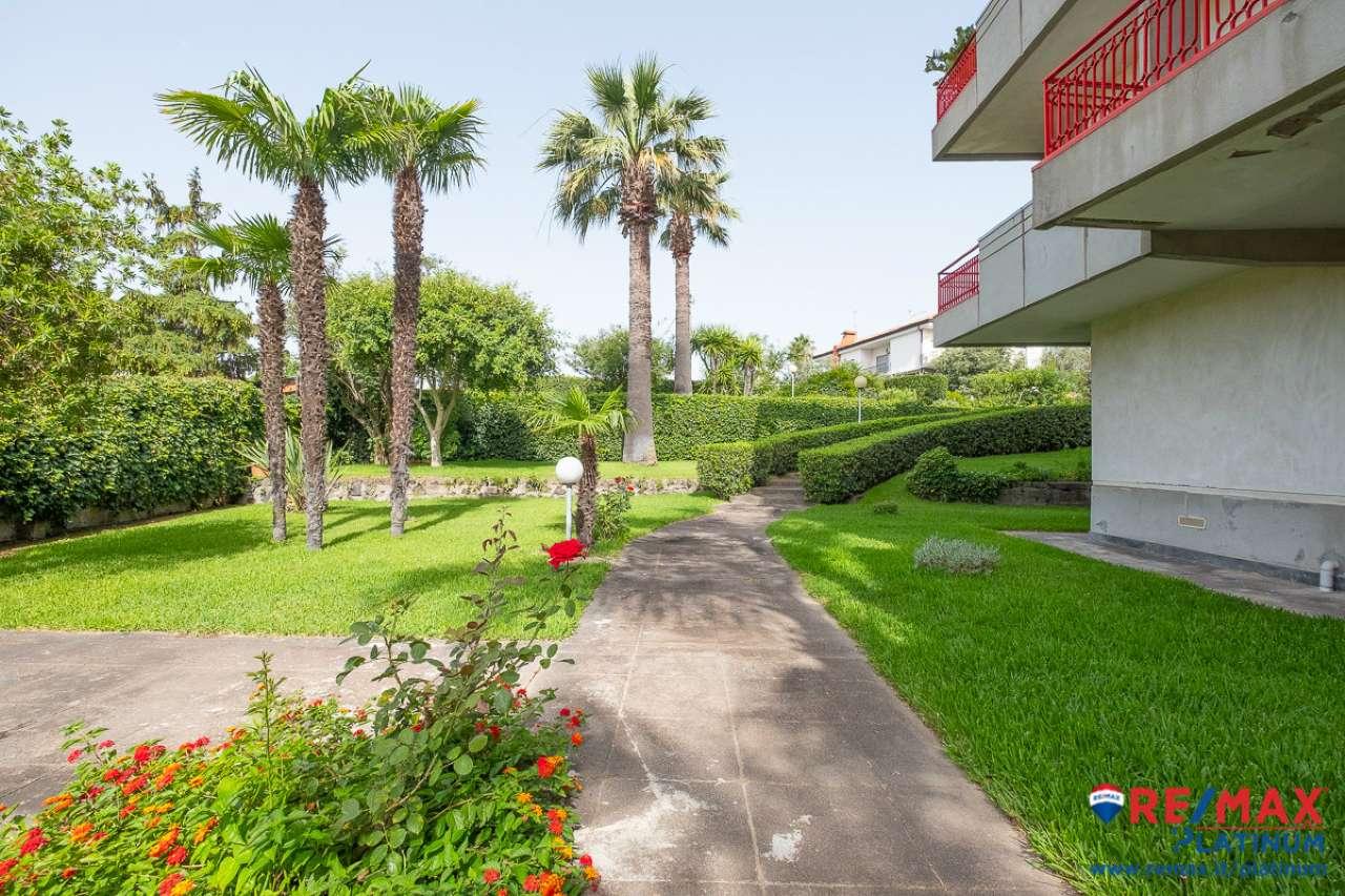 Appartamento in ottime condizioni in vendita Rif. 7404076