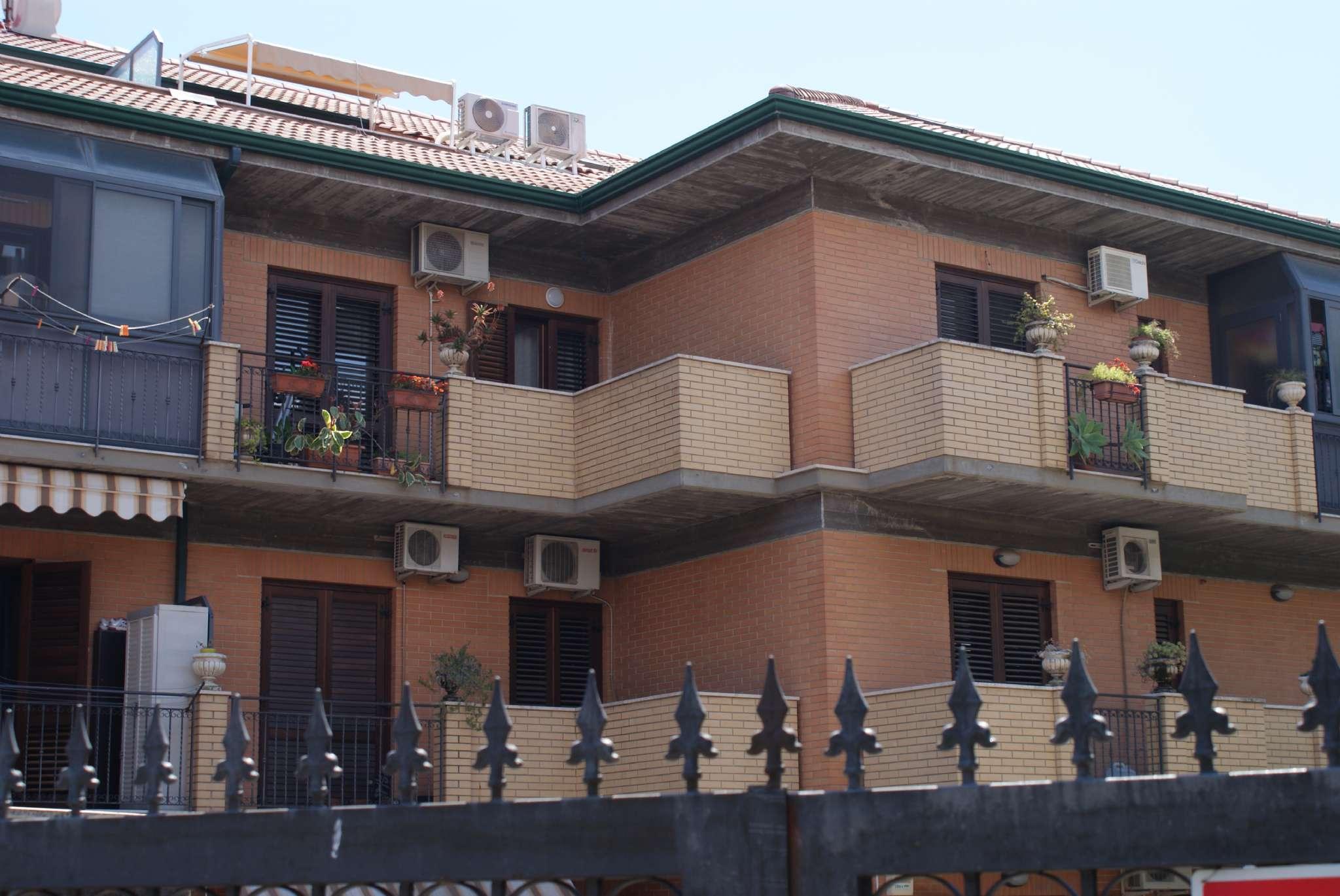 Appartamento in ottime condizioni parzialmente arredato in vendita Rif. 7559806