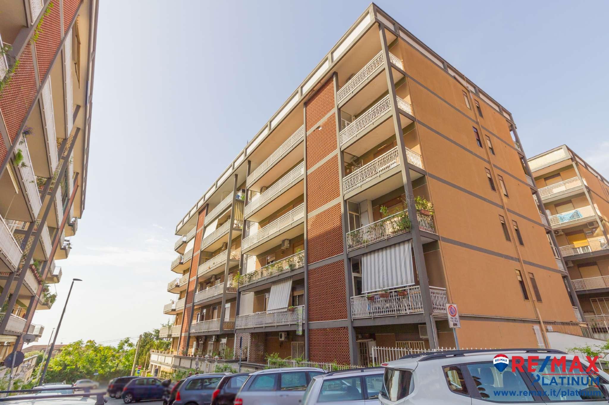 Appartamento in discrete condizioni in vendita Rif. 7836847