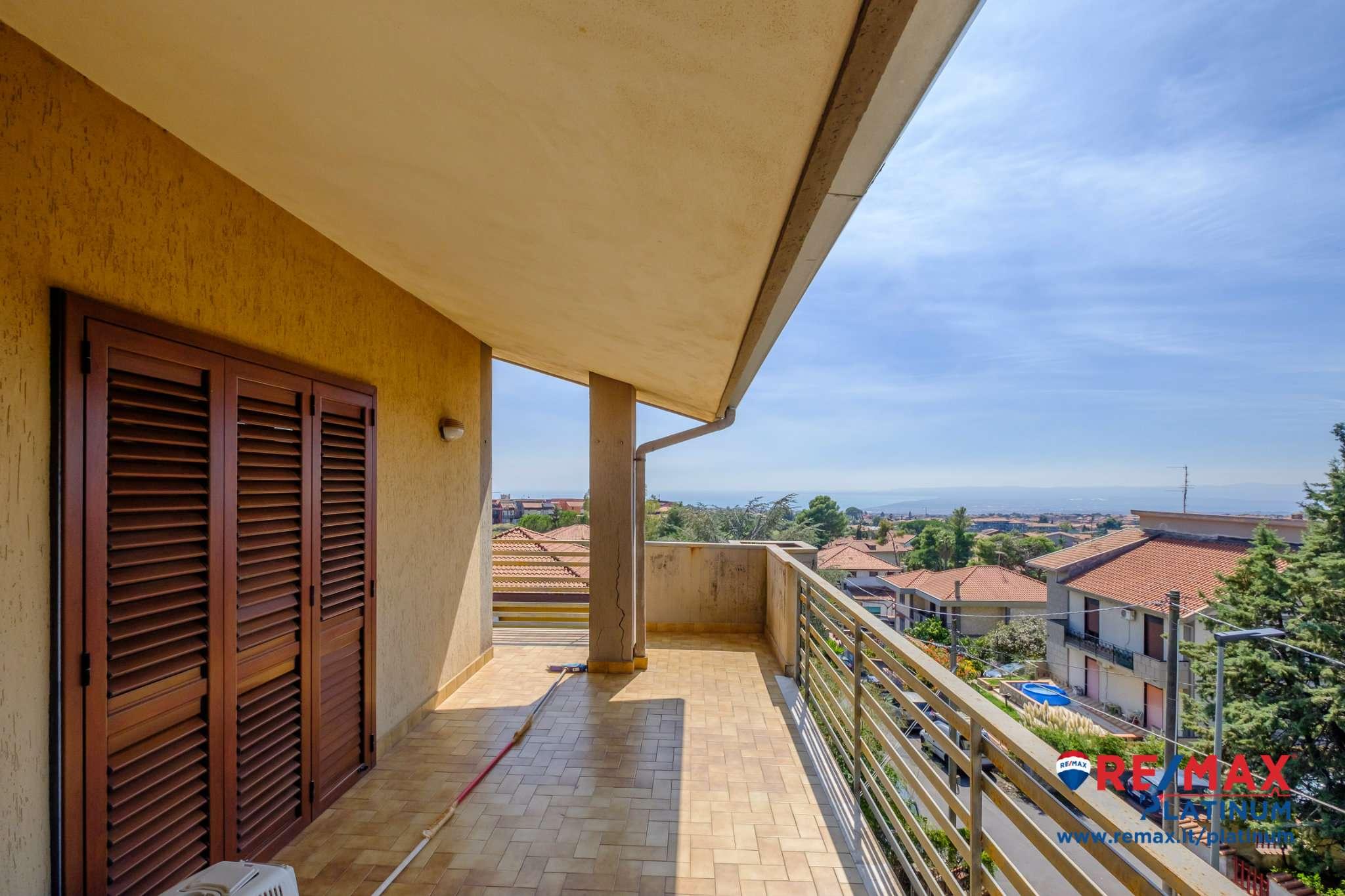 Appartamento in buone condizioni in vendita Rif. 8022823