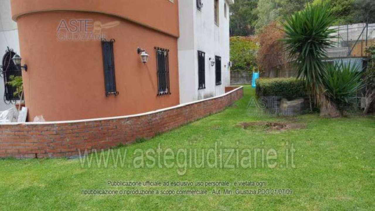 Vende appartamento  con garage al piano terra in residence con piscina ad Acitrezza