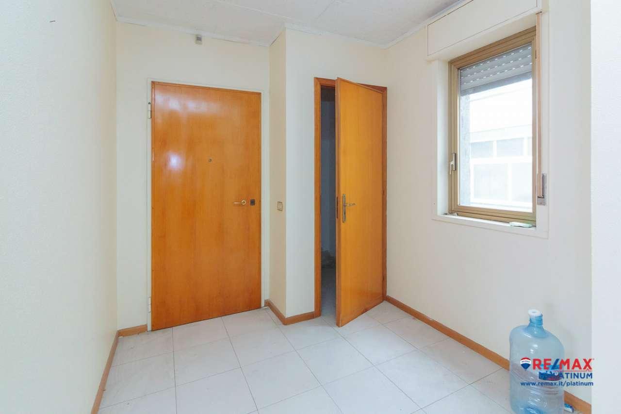 Appartamento da ristrutturare in vendita Rif. 8360684