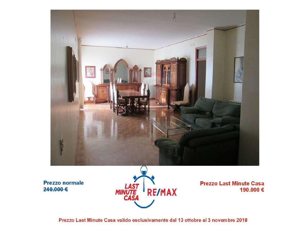 Appartamento in condizioni mediocri in vendita Rif. 8232516