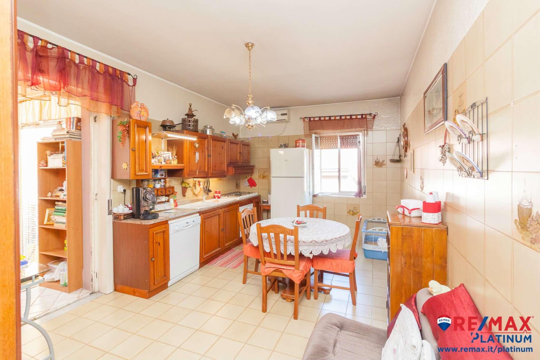 Appartamento in buone condizioni arredato in vendita Rif. 8260198