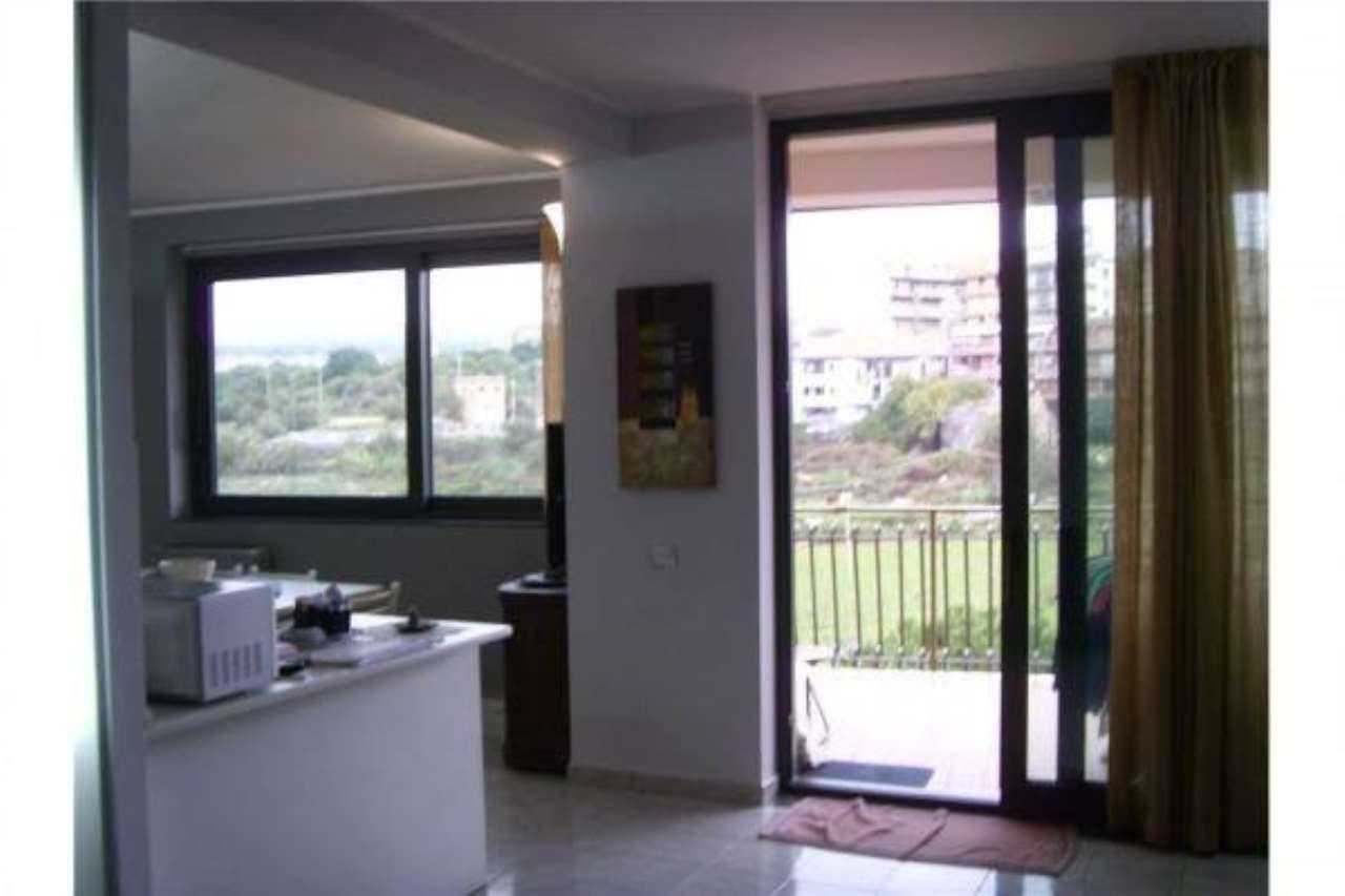 Luminoso appartamento in piccolo stabile
