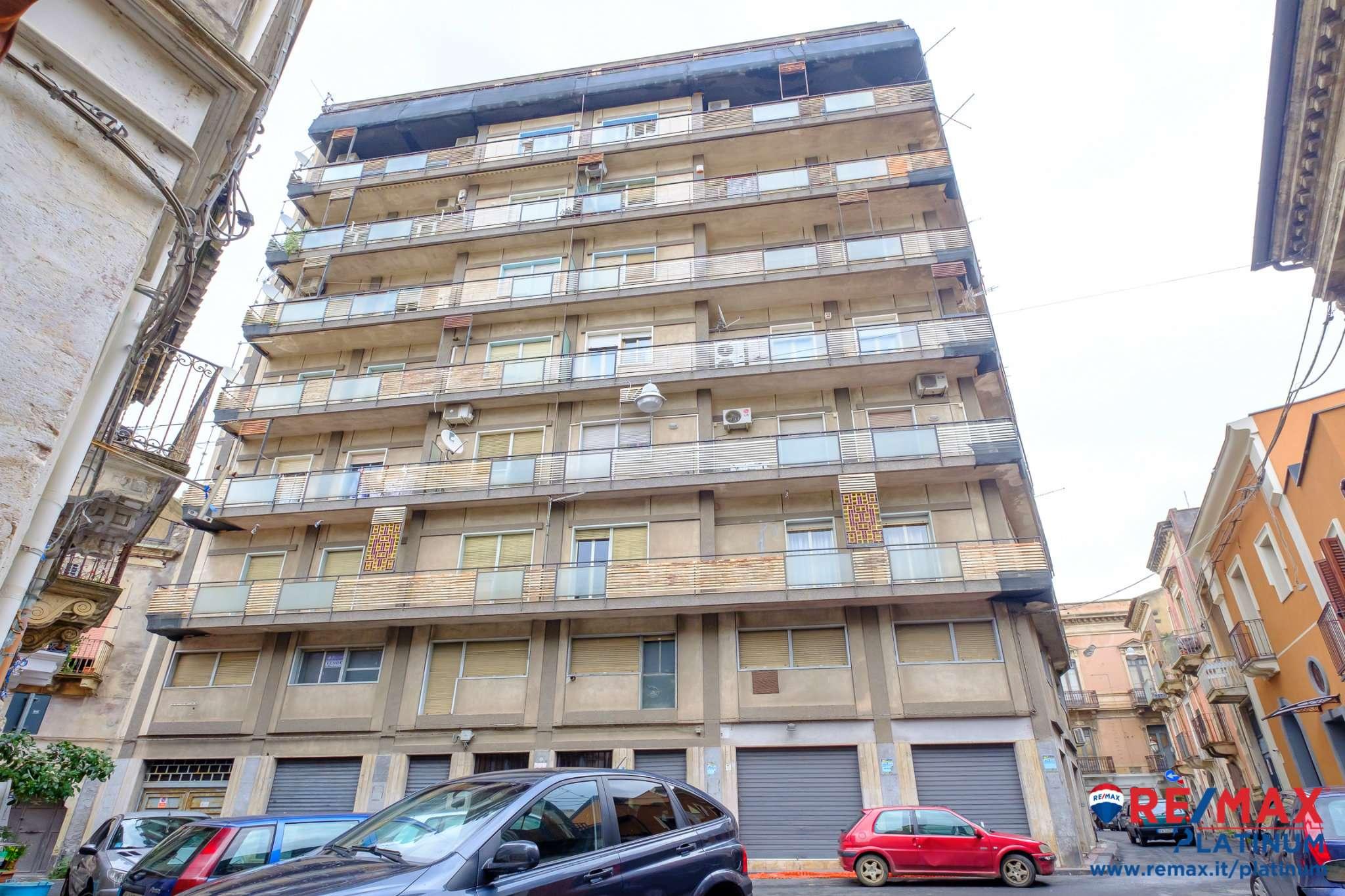 Appartamento in buone condizioni in vendita Rif. 8496044
