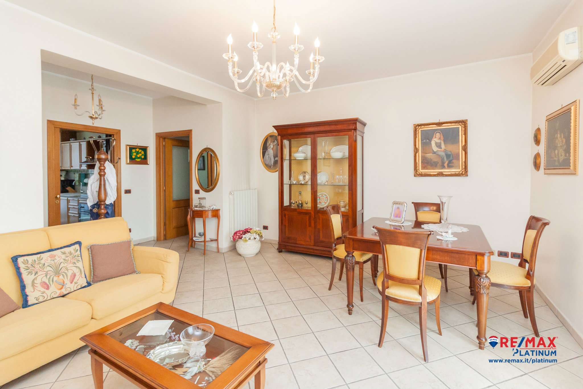 Appartamento ristrutturato parzialmente arredato in vendita Rif. 8496048