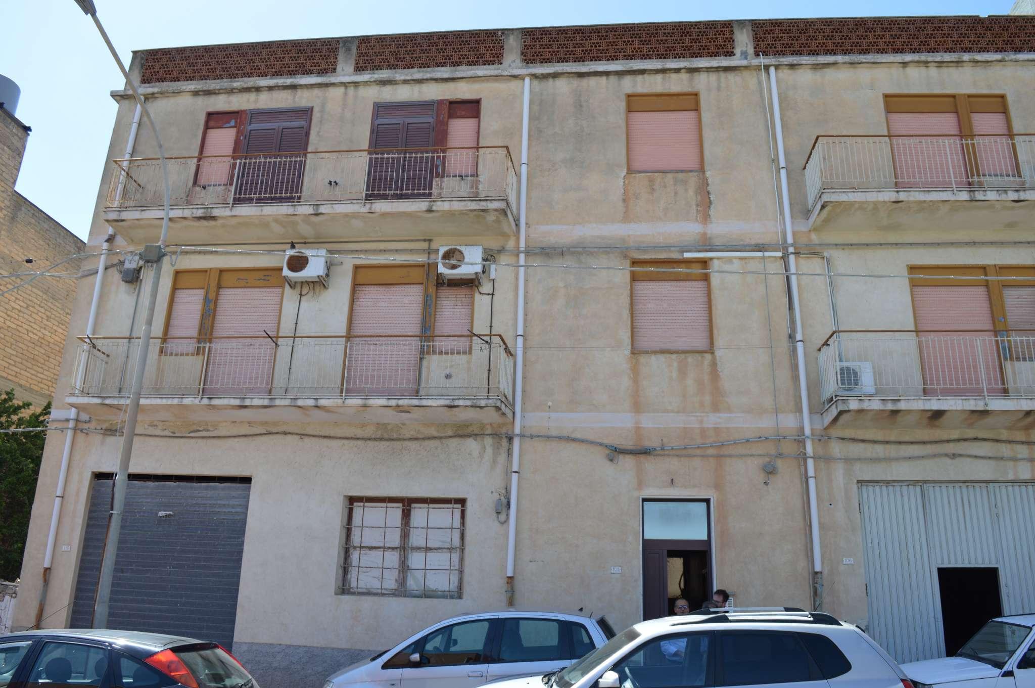 Stabile / Palazzo da ristrutturare in vendita Rif. 8524649