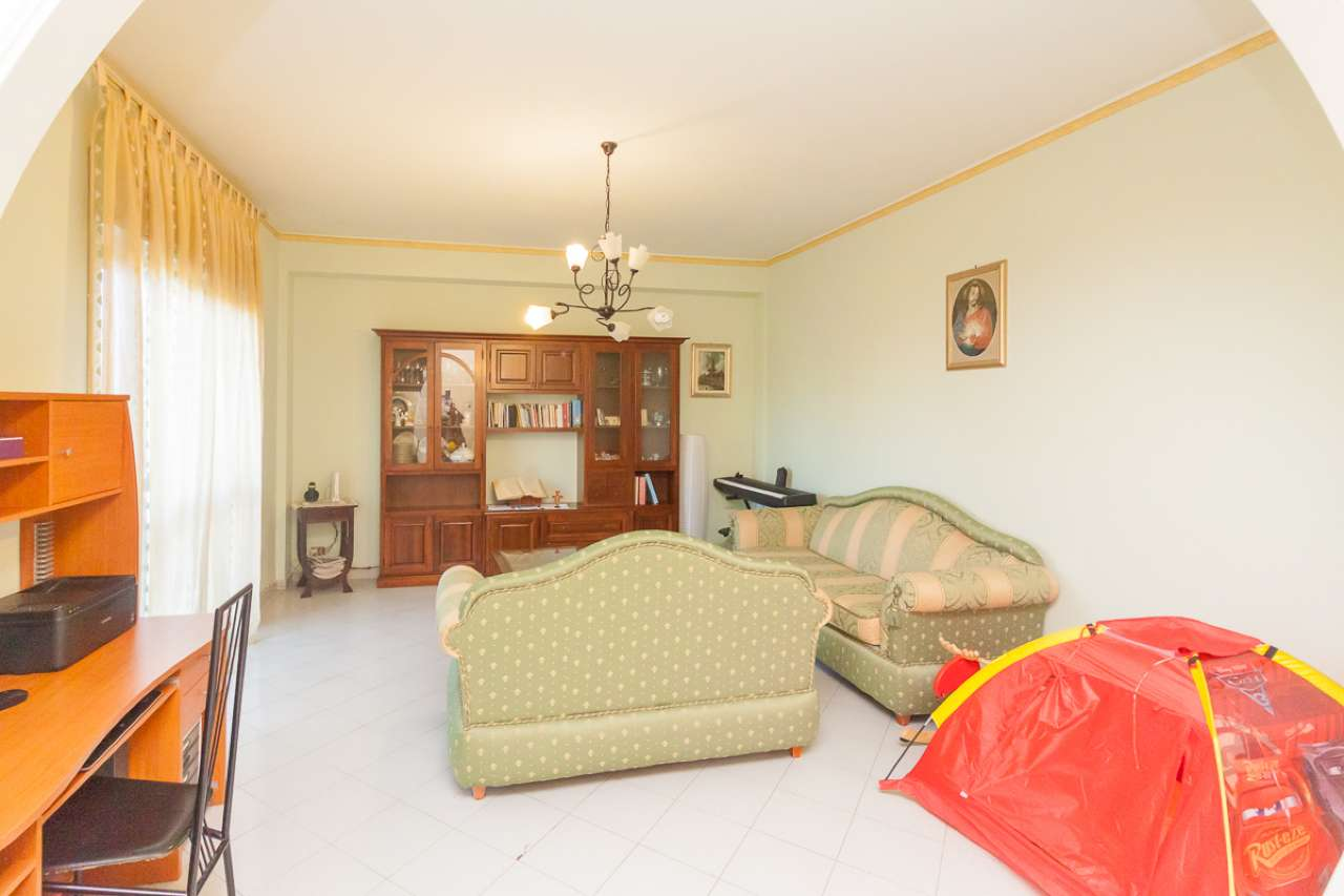 Appartamento in buone condizioni in vendita Rif. 8680835