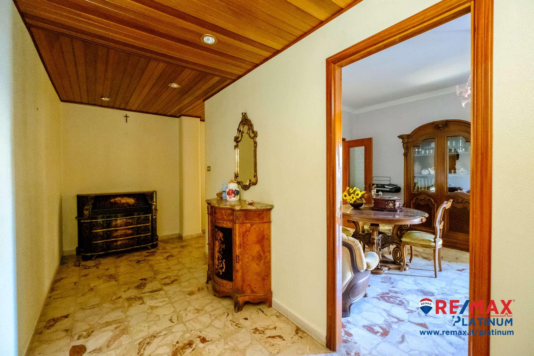 Appartamento in buone condizioni in vendita Rif. 8913753