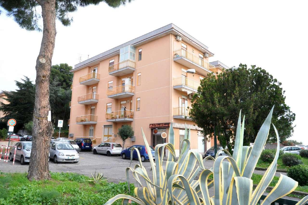 Appartamento in buone condizioni in vendita Rif. 8913767