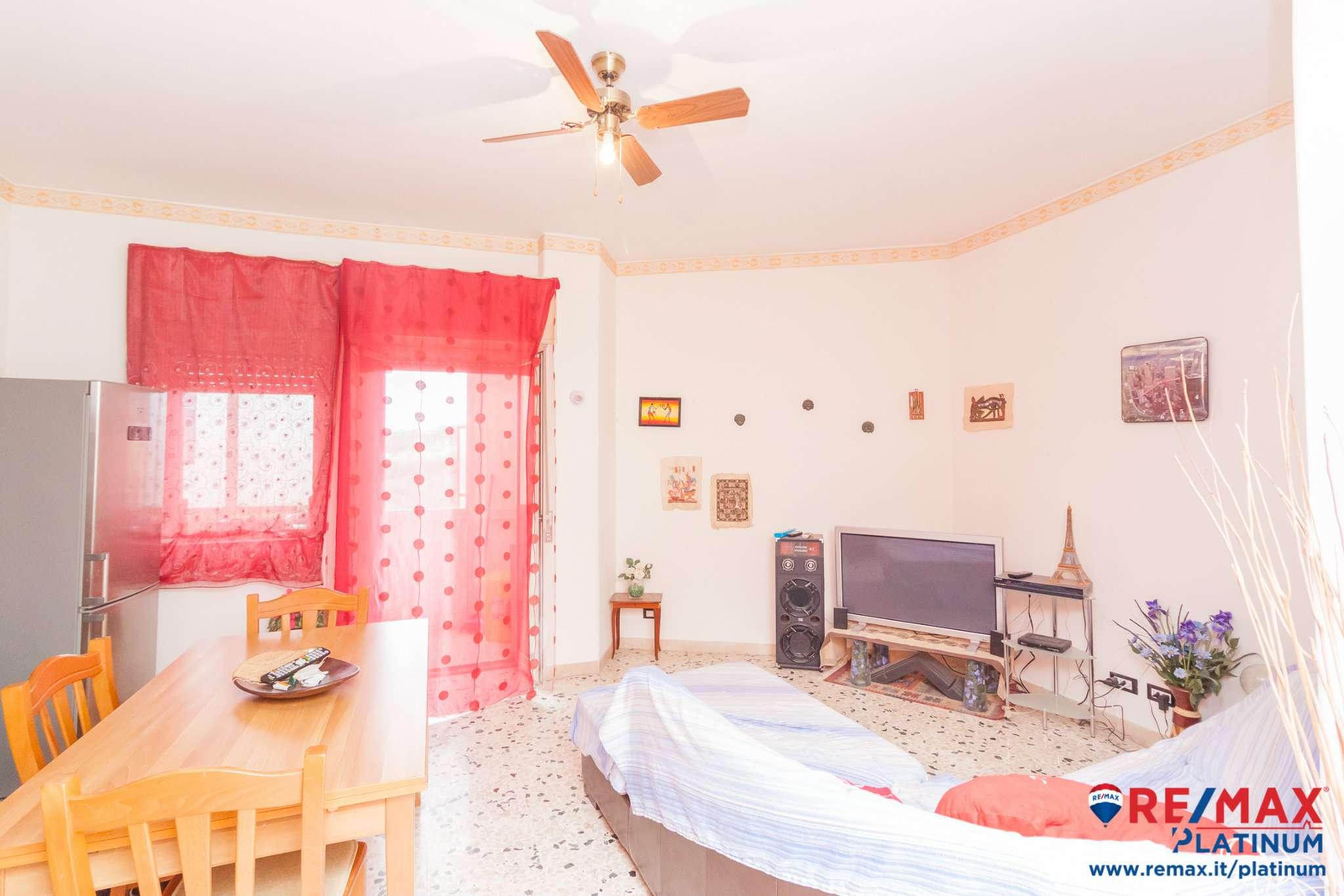 Appartamento in buone condizioni in vendita Rif. 9054336