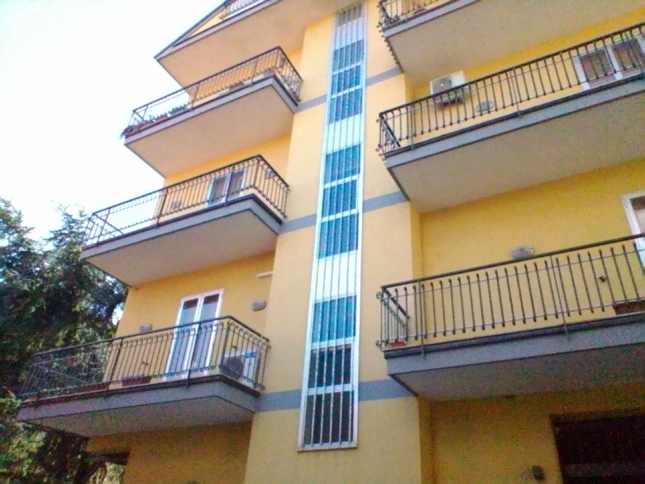 Appartamento in buone condizioni in vendita Rif. 9438646
