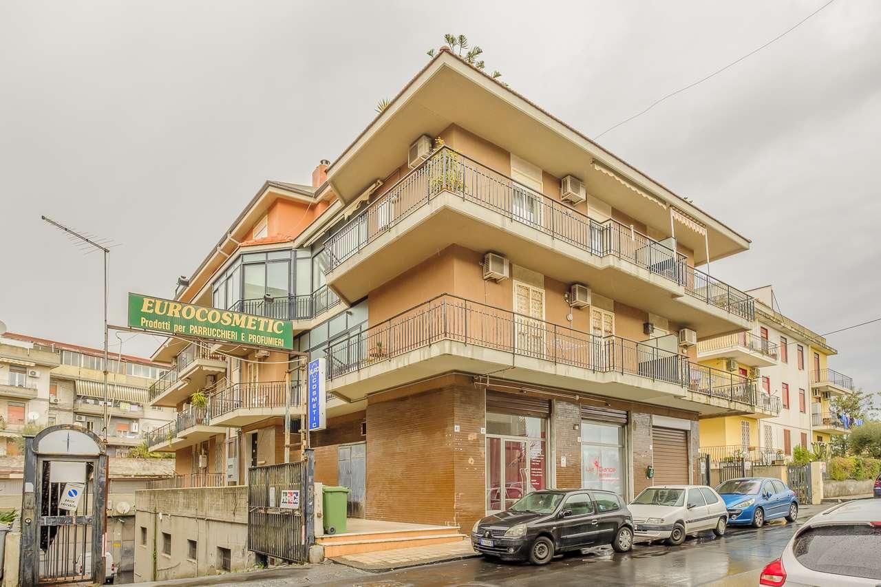 Appartamento in buone condizioni in vendita Rif. 9365773