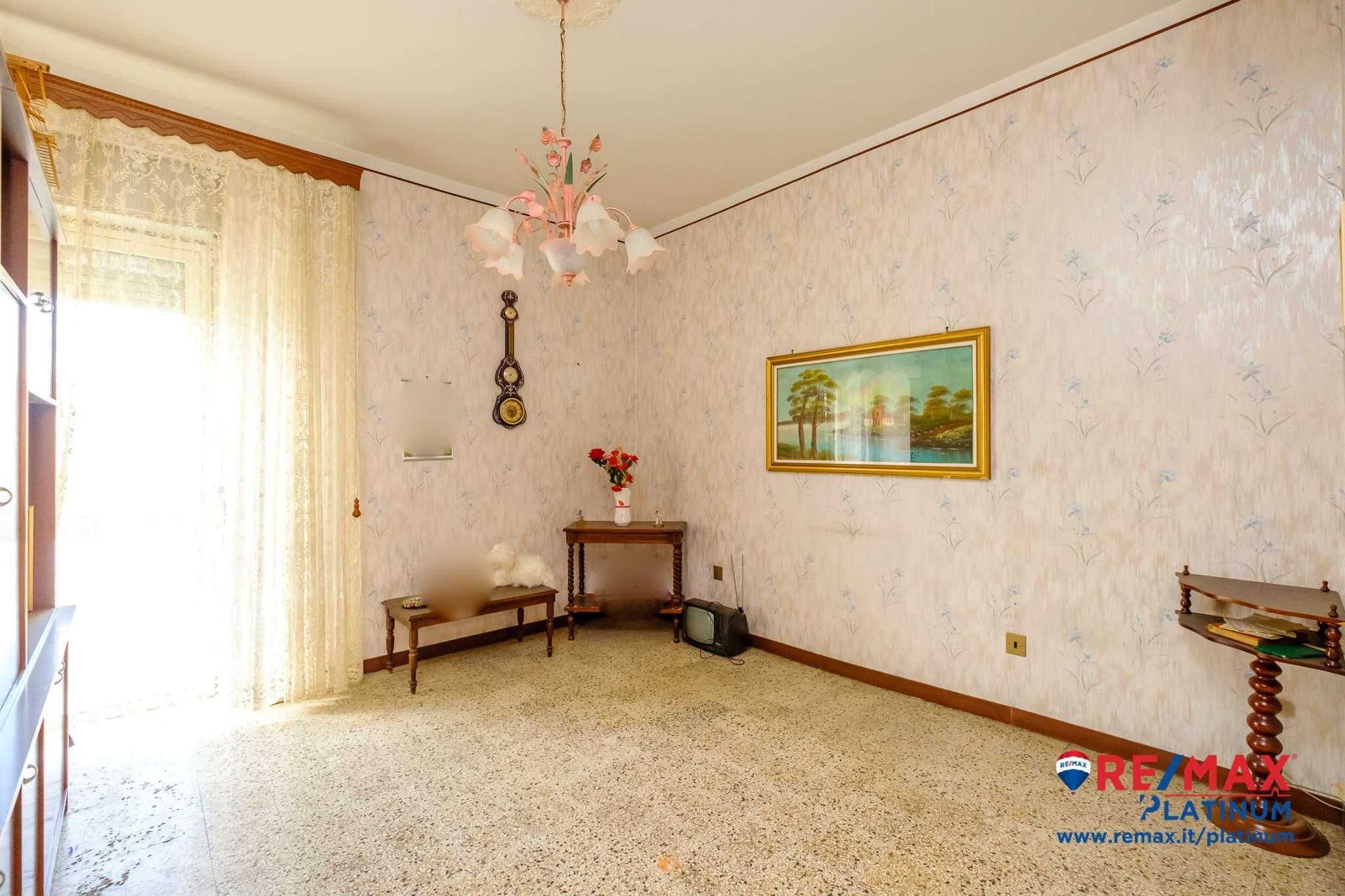 Appartamento in vendita a Catania, 4 locali, prezzo € 75.000   CambioCasa.it