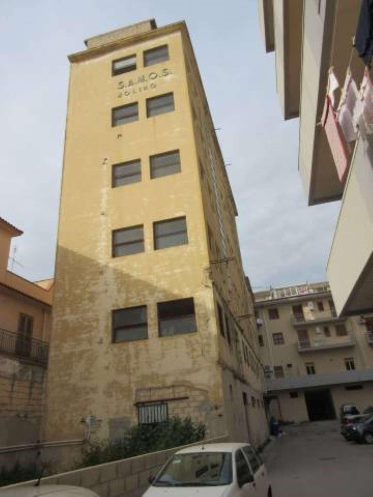 Stabile / Palazzo da ristrutturare in vendita Rif. 6685818