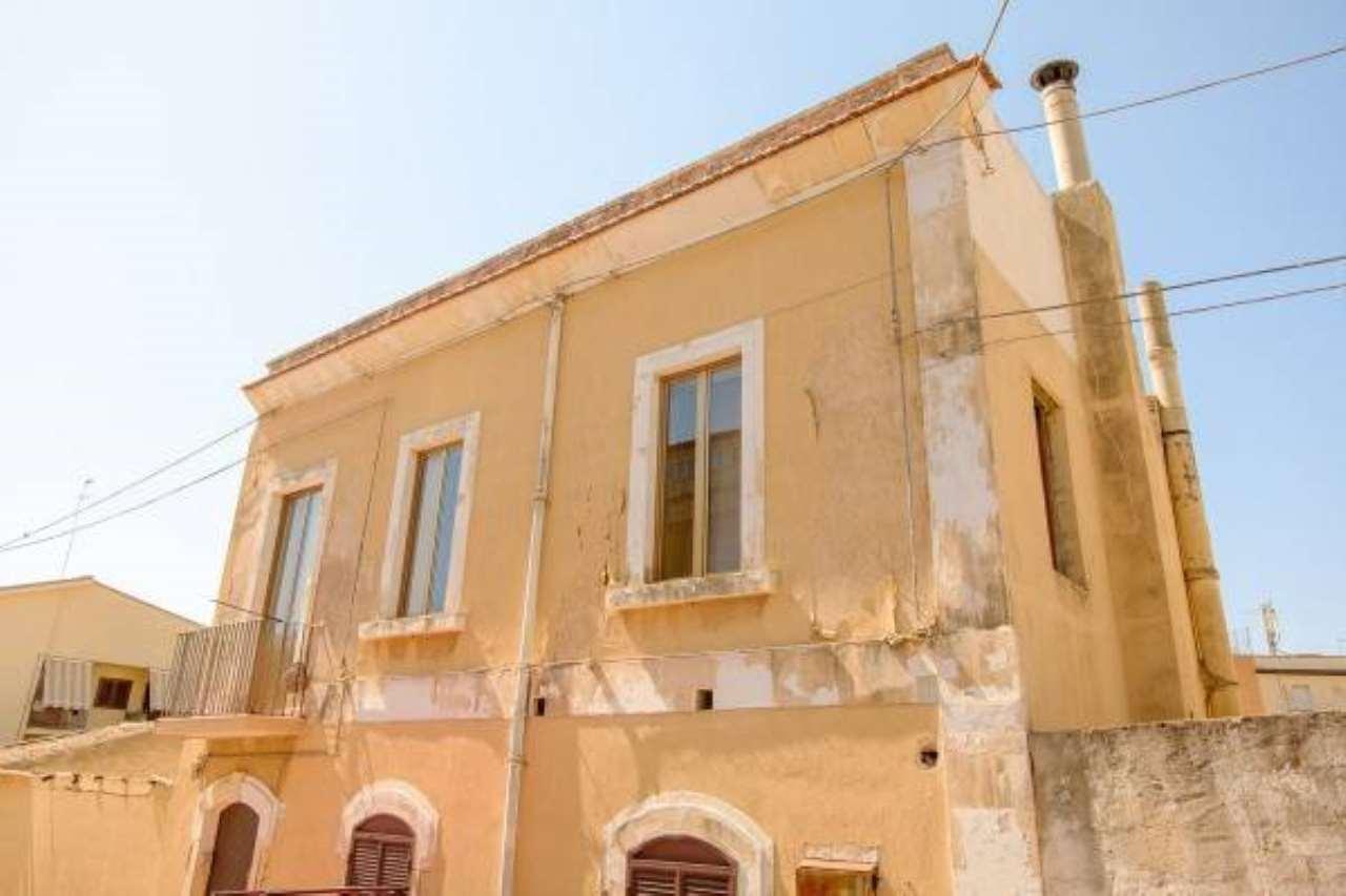 Stabile / Palazzo in buone condizioni in vendita Rif. 6668937