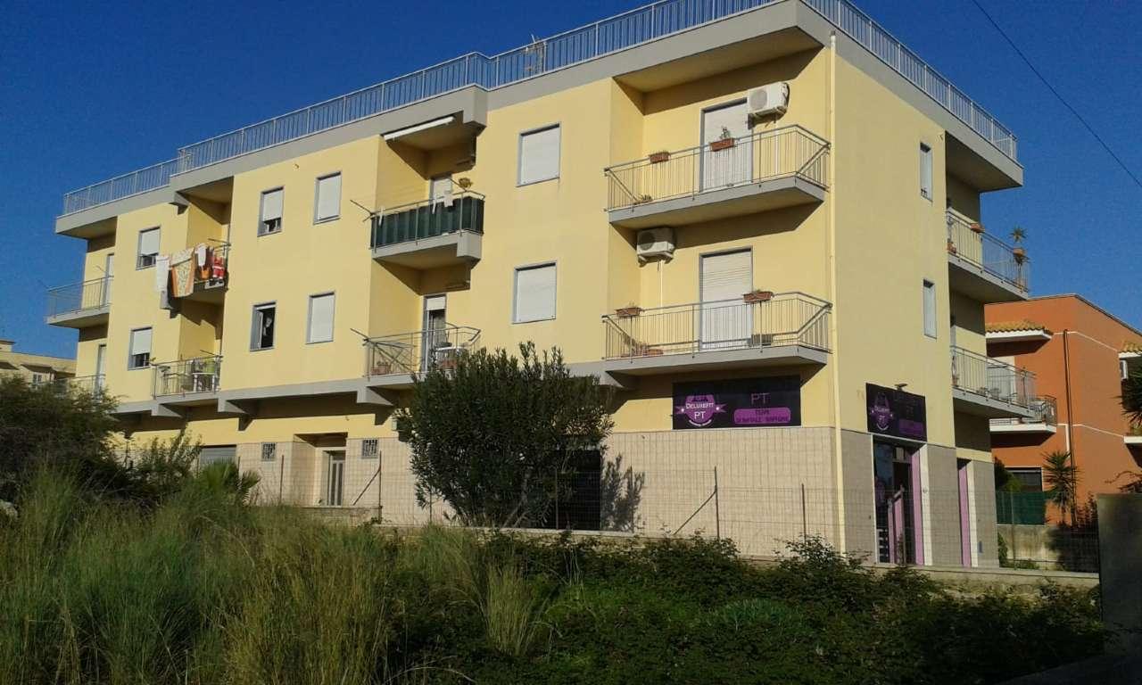 Appartamento piano 1°,  mq 175, 5 vani + garage