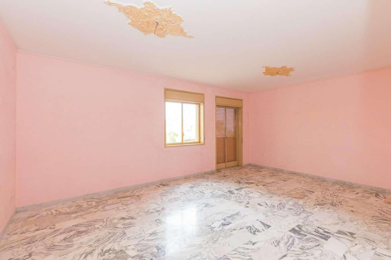 Appartamento da ristrutturare parzialmente arredato in vendita Rif. 8939953
