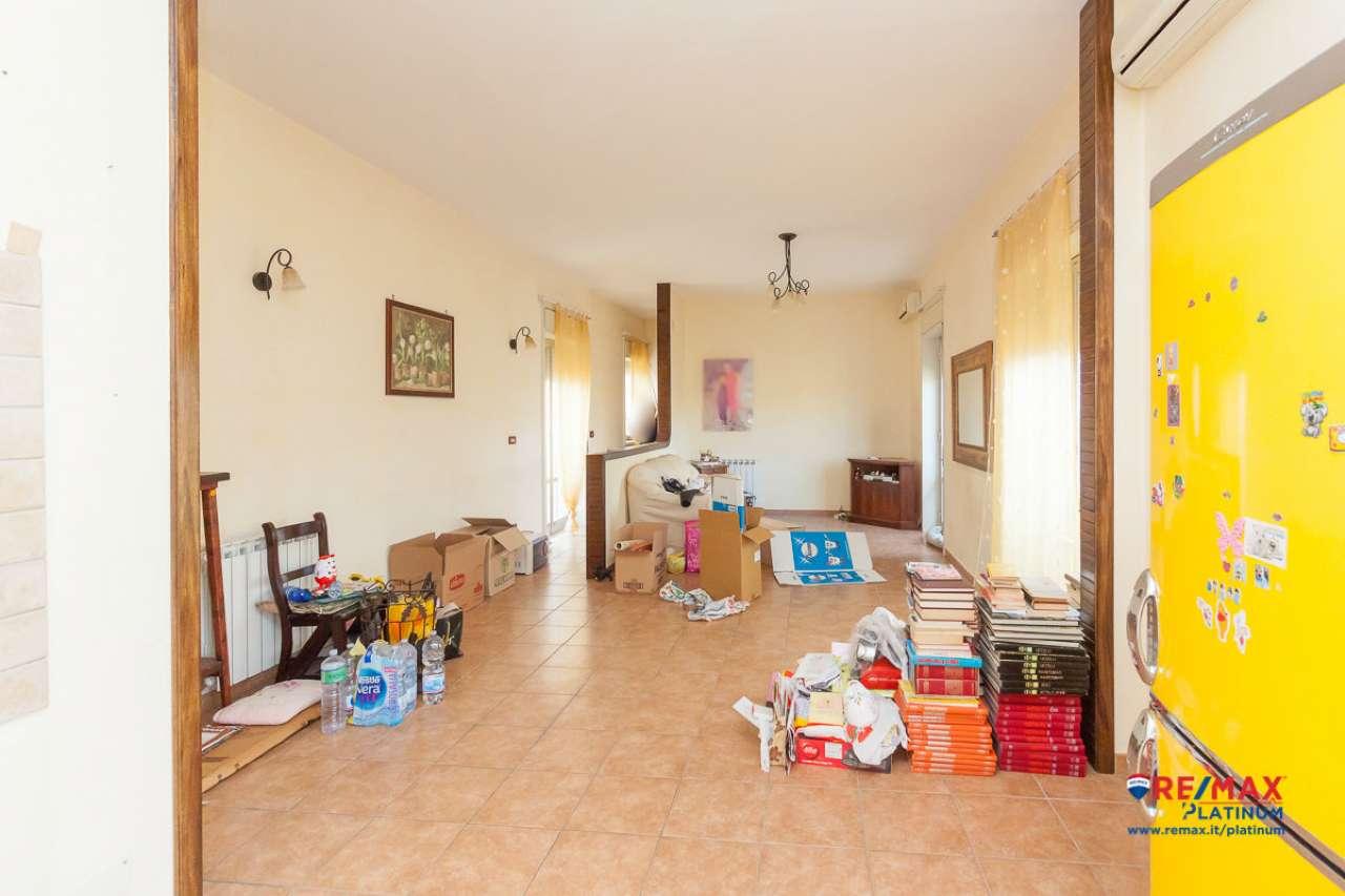 Appartamento in buone condizioni in vendita Rif. 8939955