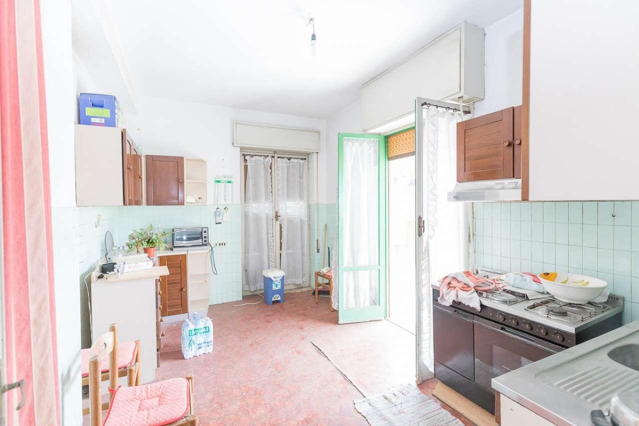 Appartamento da ristrutturare in vendita Rif. 8939956