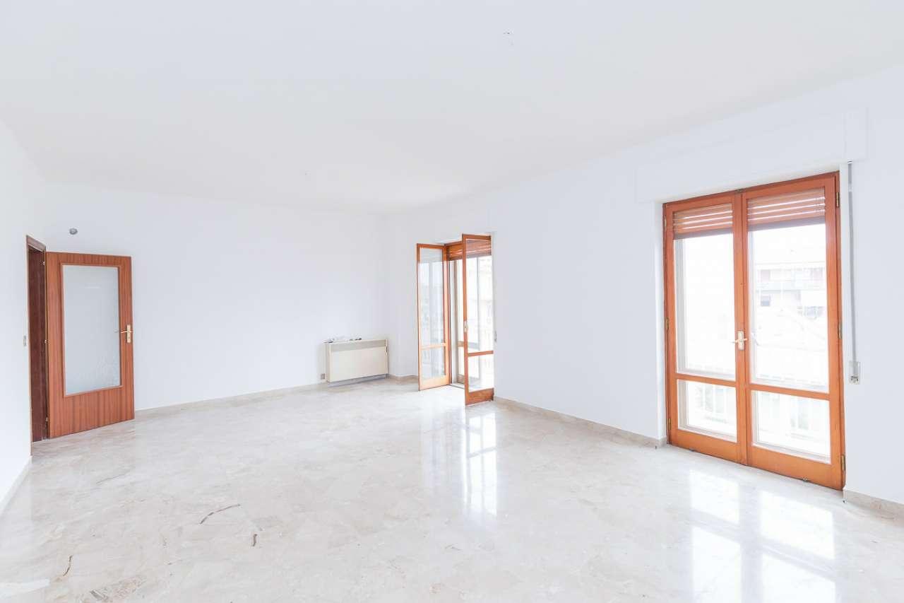 Appartamento in buone condizioni in vendita Rif. 8939960