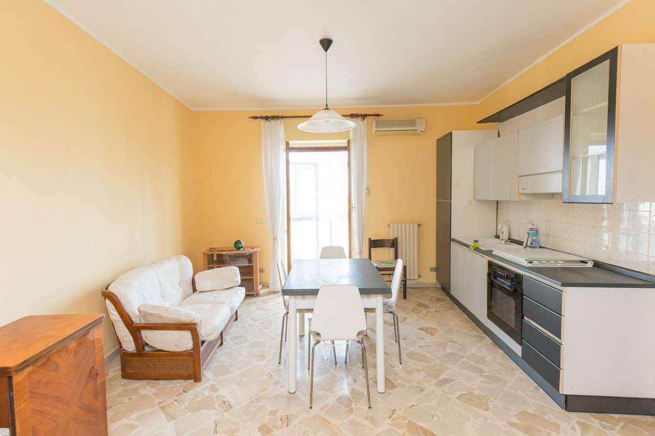 Appartamento in buone condizioni arredato in vendita Rif. 8939963