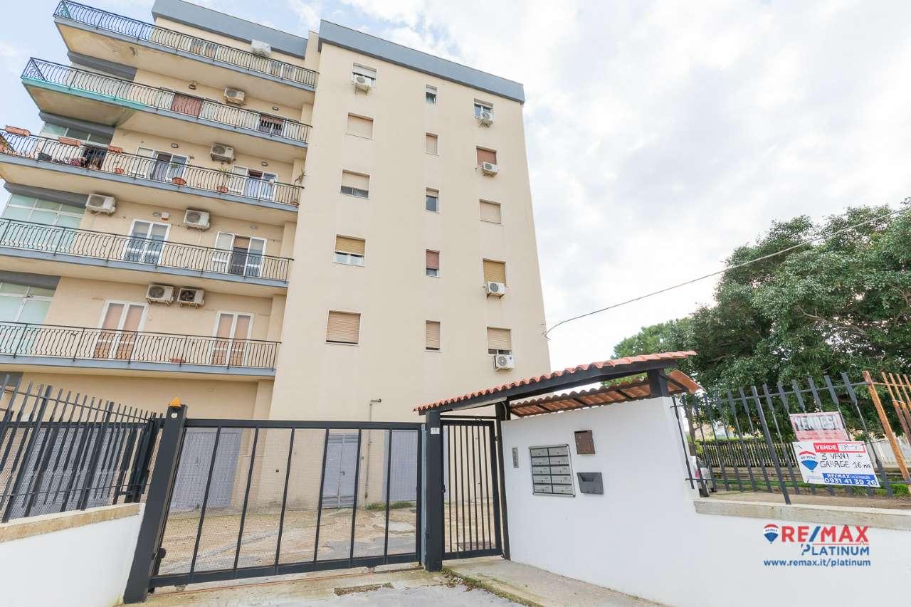 Appartamento in buone condizioni arredato in vendita Rif. 8939964