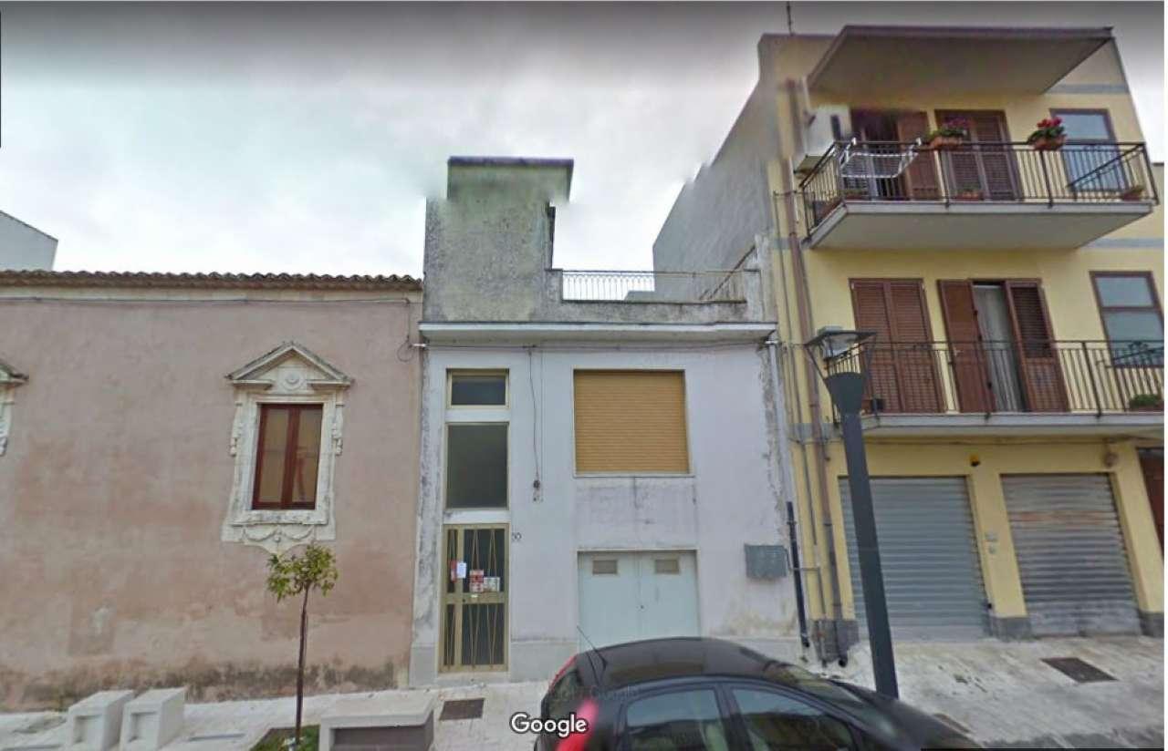 Appartamento su 3 livelli su Piazza Umberto