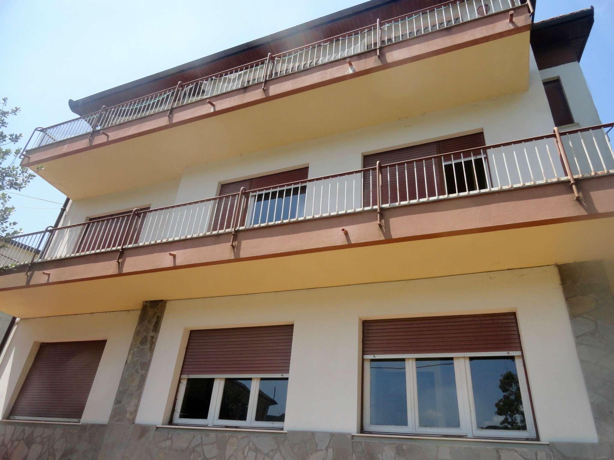 Villa Tri-Quadrifamiliare in vendita a Torriglia, 17 locali, Trattative riservate   CambioCasa.it