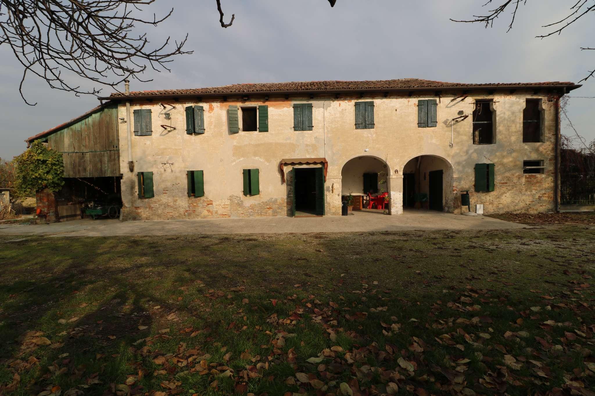Rustico / Casale in vendita a Mogliano Veneto, 8 locali, prezzo € 550.000 | CambioCasa.it