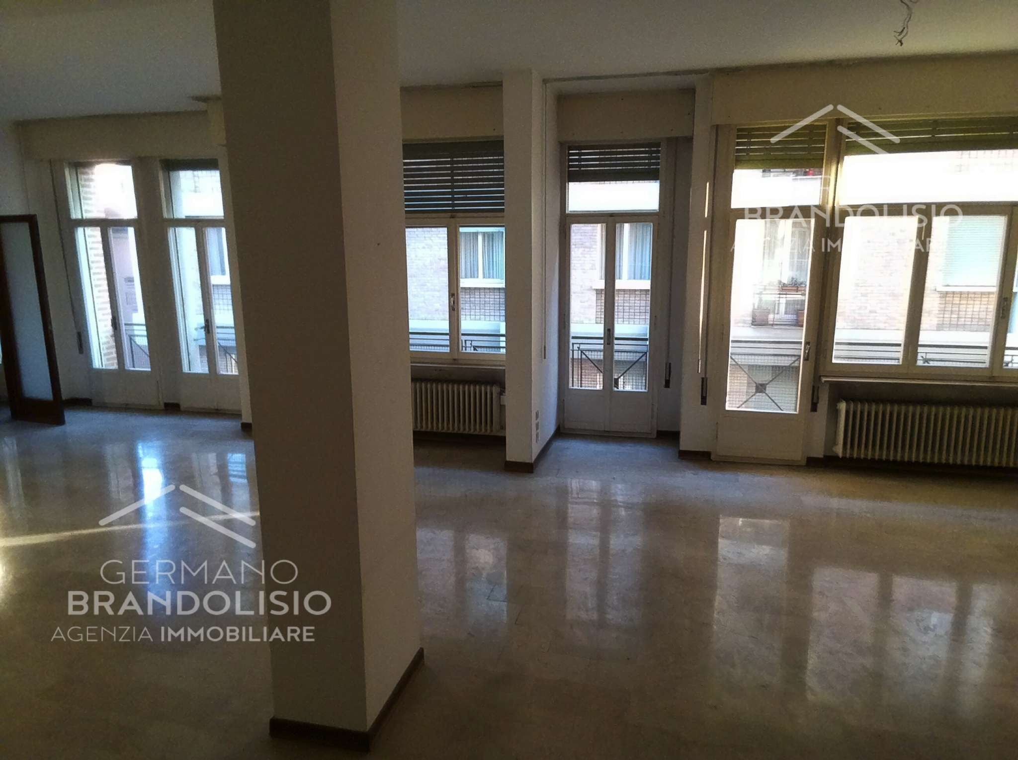 due appartamenti attigui comunicanti di 250 mq  con terrazzo di 30 mq e garage  in Centro Storico