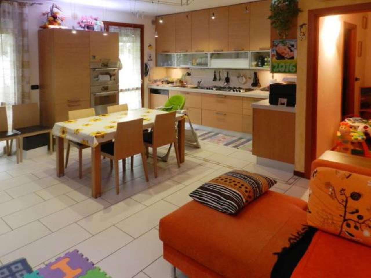 Appartamento in buone condizioni in vendita Rif. 6817545