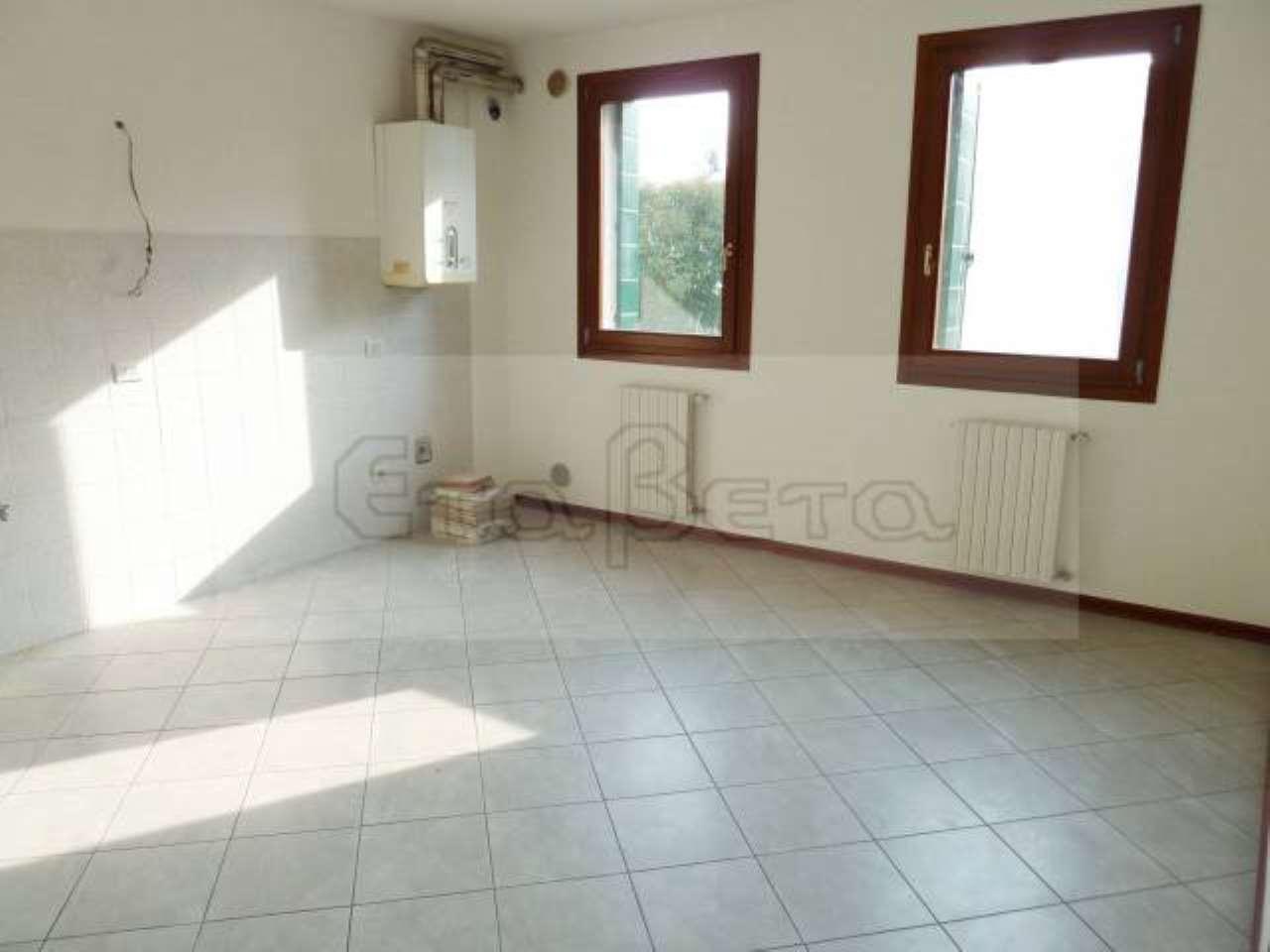 Appartamento in buone condizioni in affitto Rif. 7047390