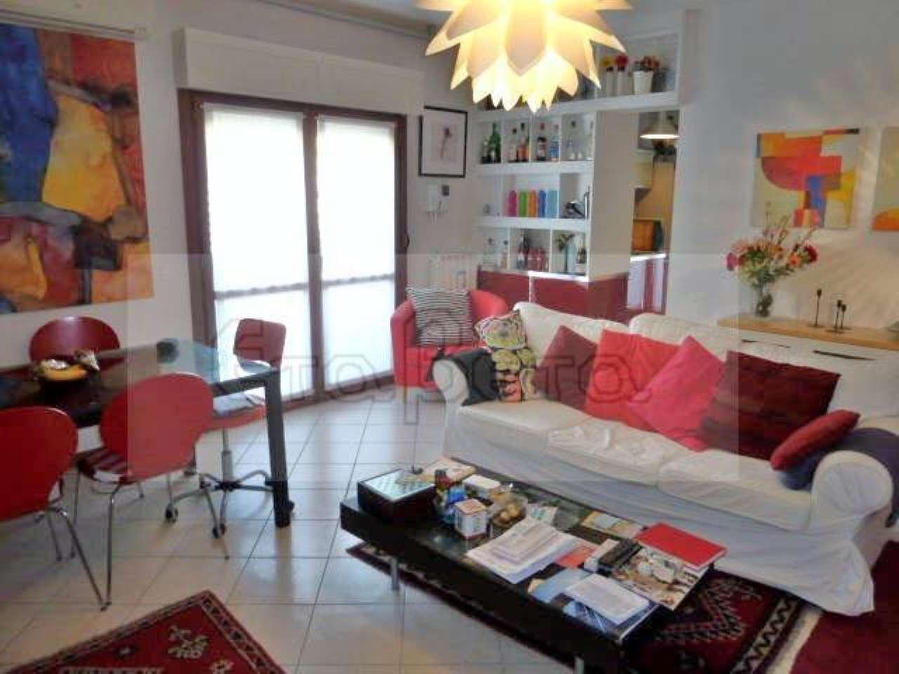 Appartamento in buone condizioni arredato in vendita Rif. 7047391