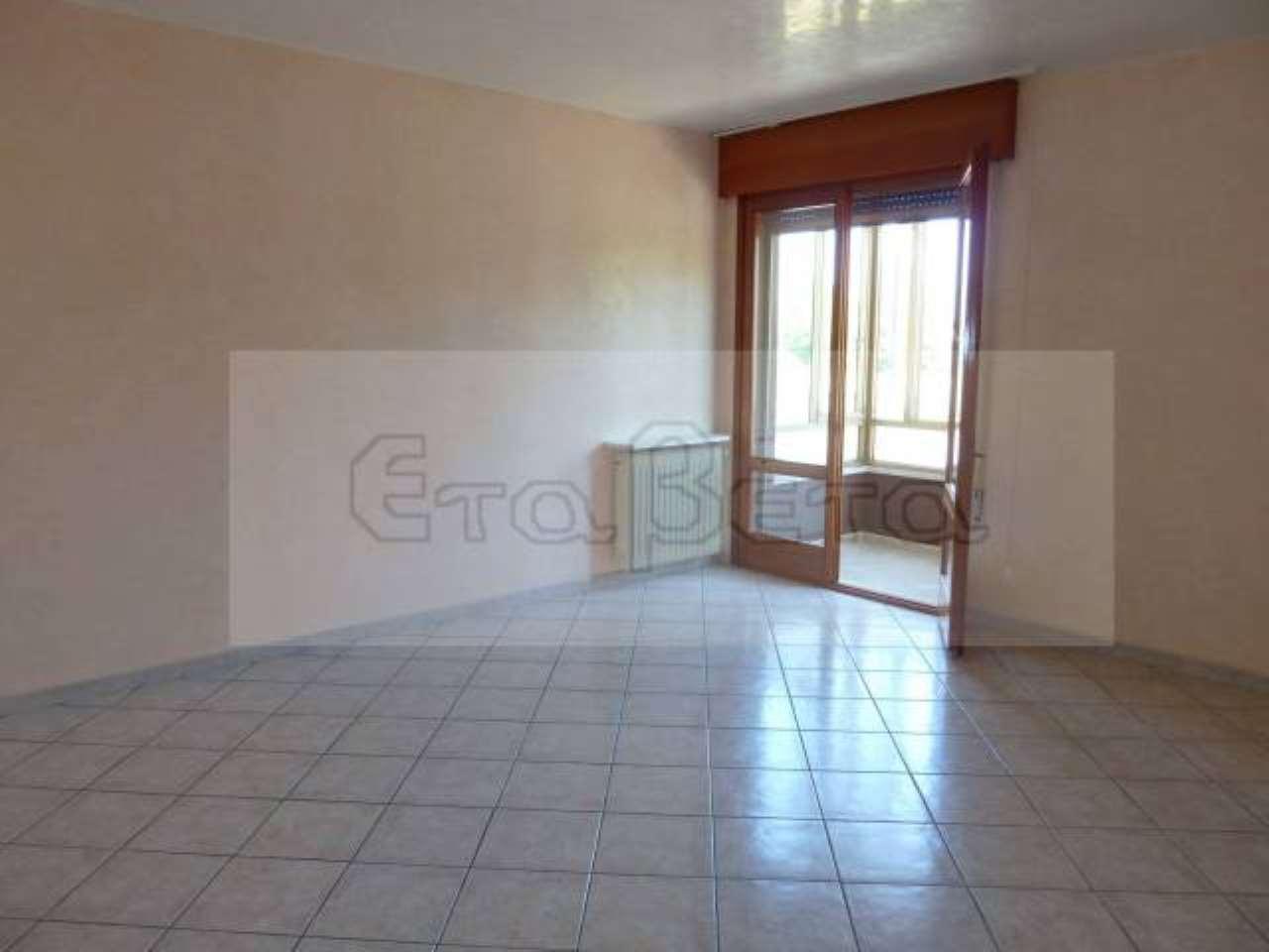 Appartamento in buone condizioni parzialmente arredato in affitto Rif. 7707594