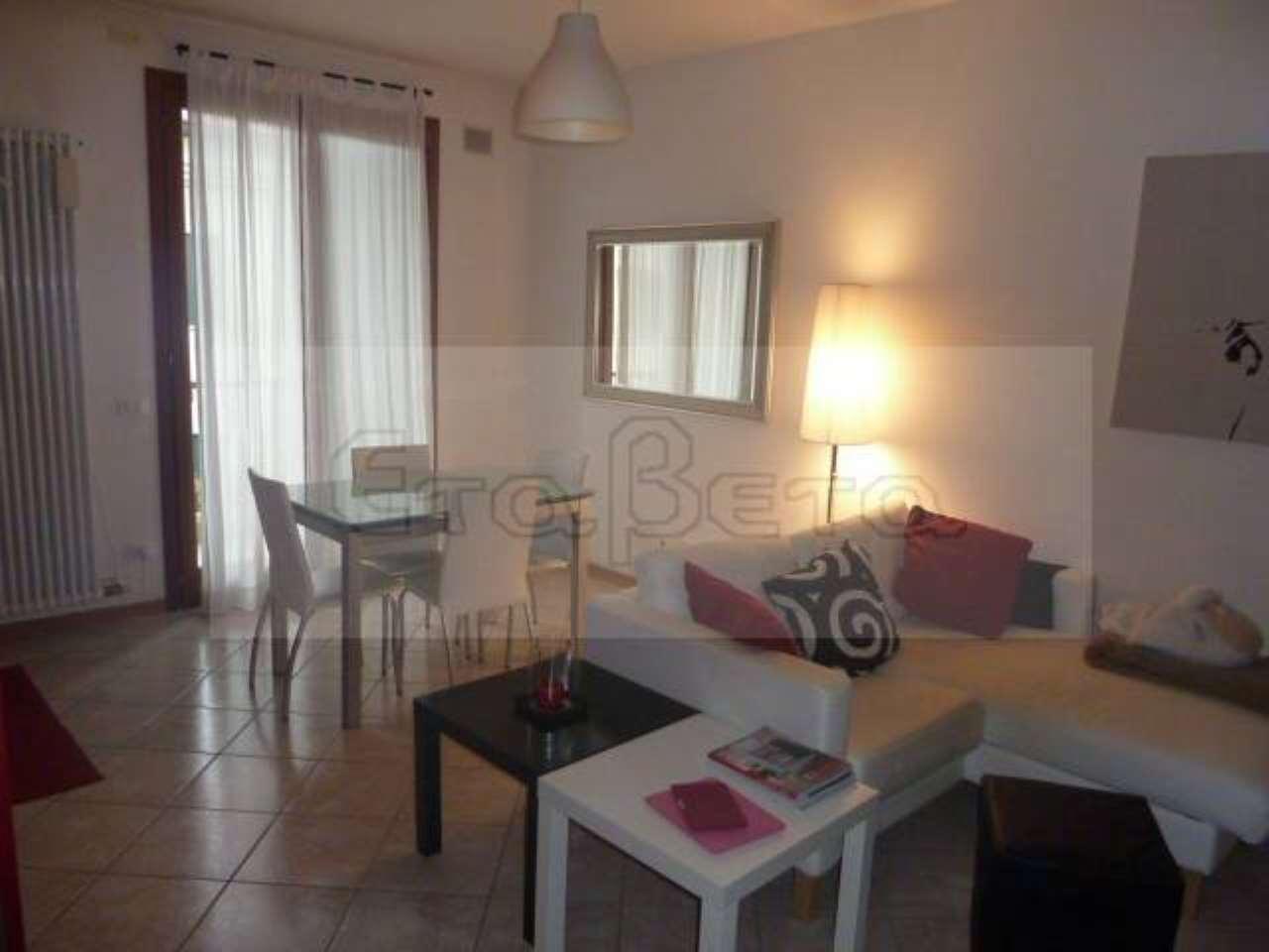 Appartamento in buone condizioni arredato in affitto Rif. 8247266