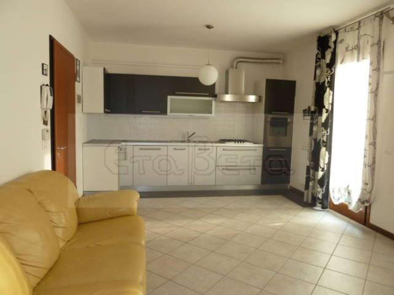 Appartamento in buone condizioni parzialmente arredato in vendita Rif. 6882167