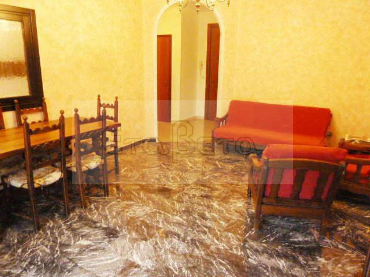 Appartamento in buone condizioni arredato in vendita Rif. 7063023