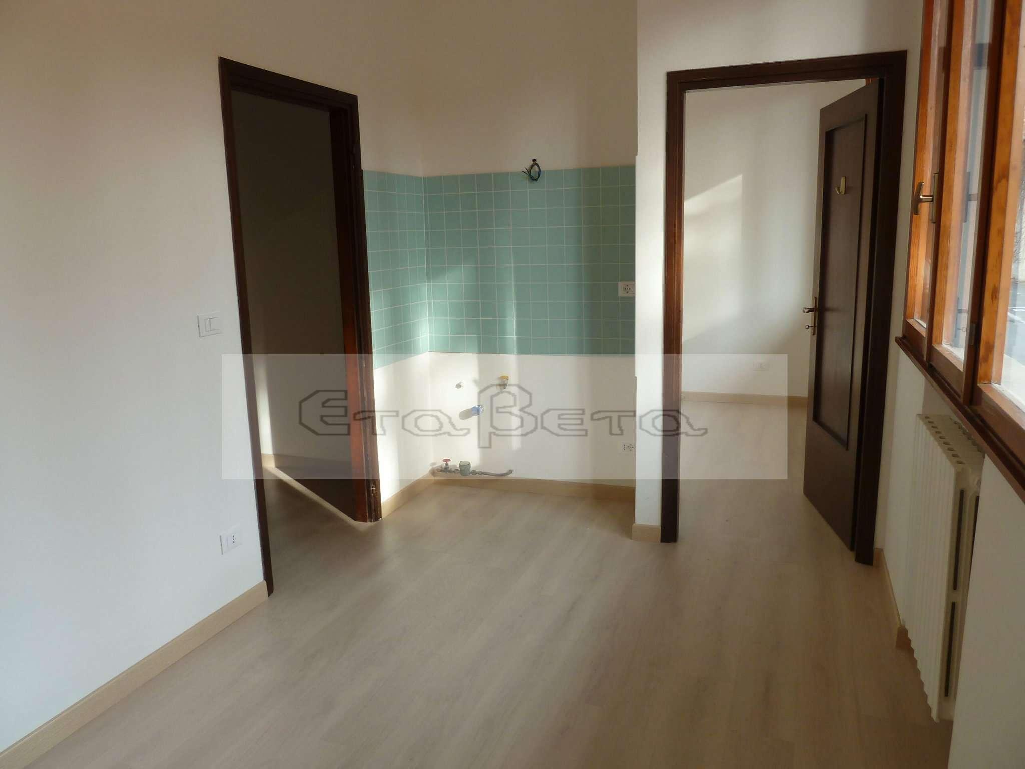 Appartamento in buone condizioni arredato in vendita Rif. 8807248