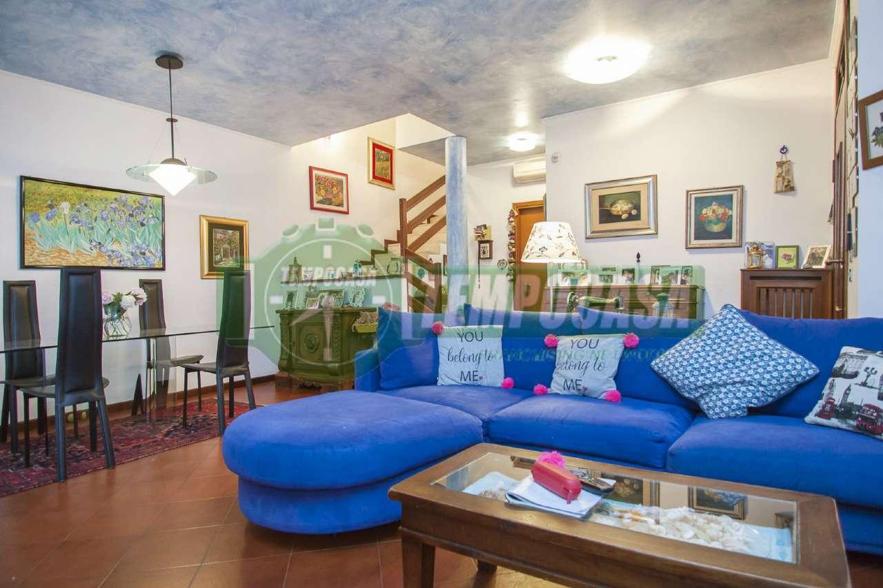 Villa in vendita a Settimo Milanese, 6 locali, prezzo € 458.000 | CambioCasa.it