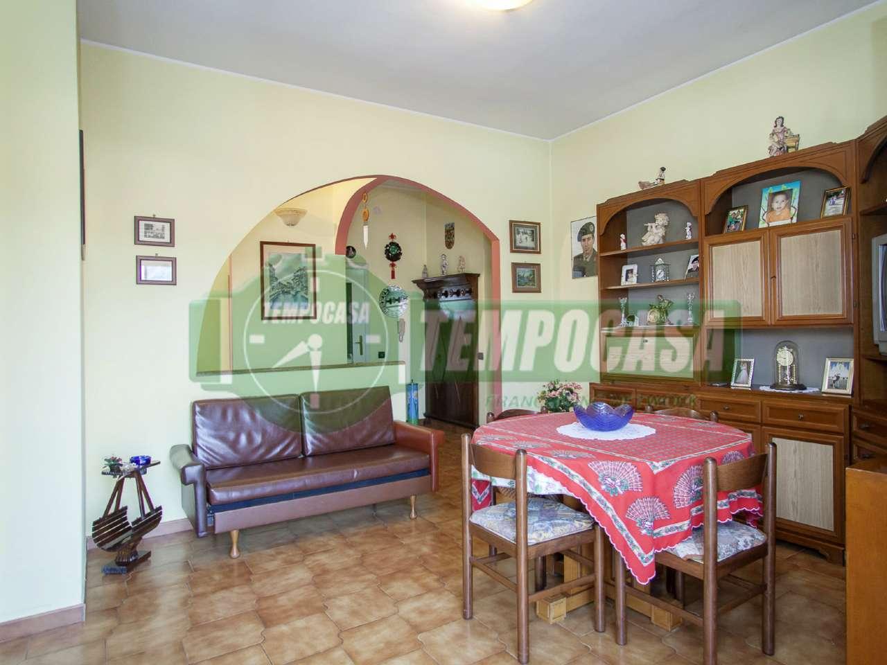 Appartamento in buone condizioni in vendita Rif. 8067179