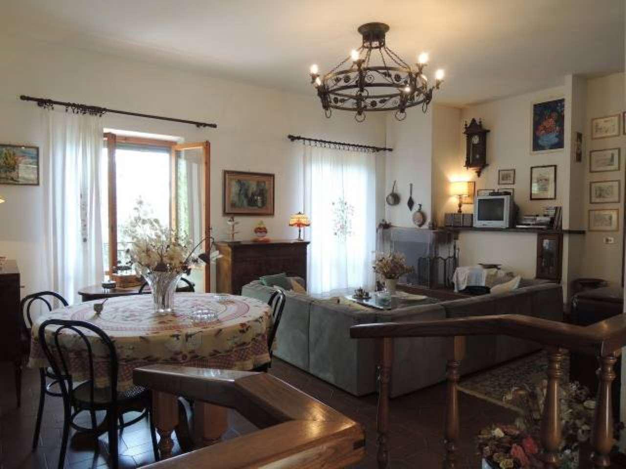 Villa in buone condizioni in vendita Rif. 6482644