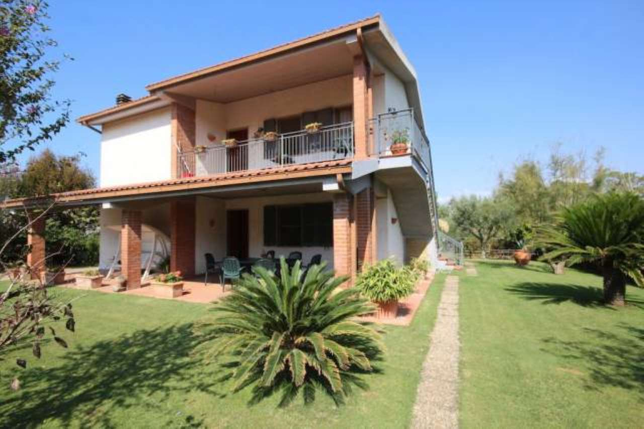 Villa in buone condizioni parzialmente arredato in vendita Rif. 6482650
